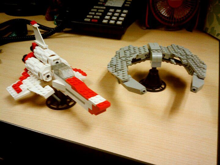 LEGO Colonial Viper and Cylon Raider
